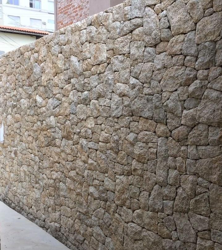 Parede com revestimento de pedra moledo Guarujá